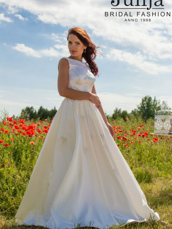 Wedding dress , bridal gown