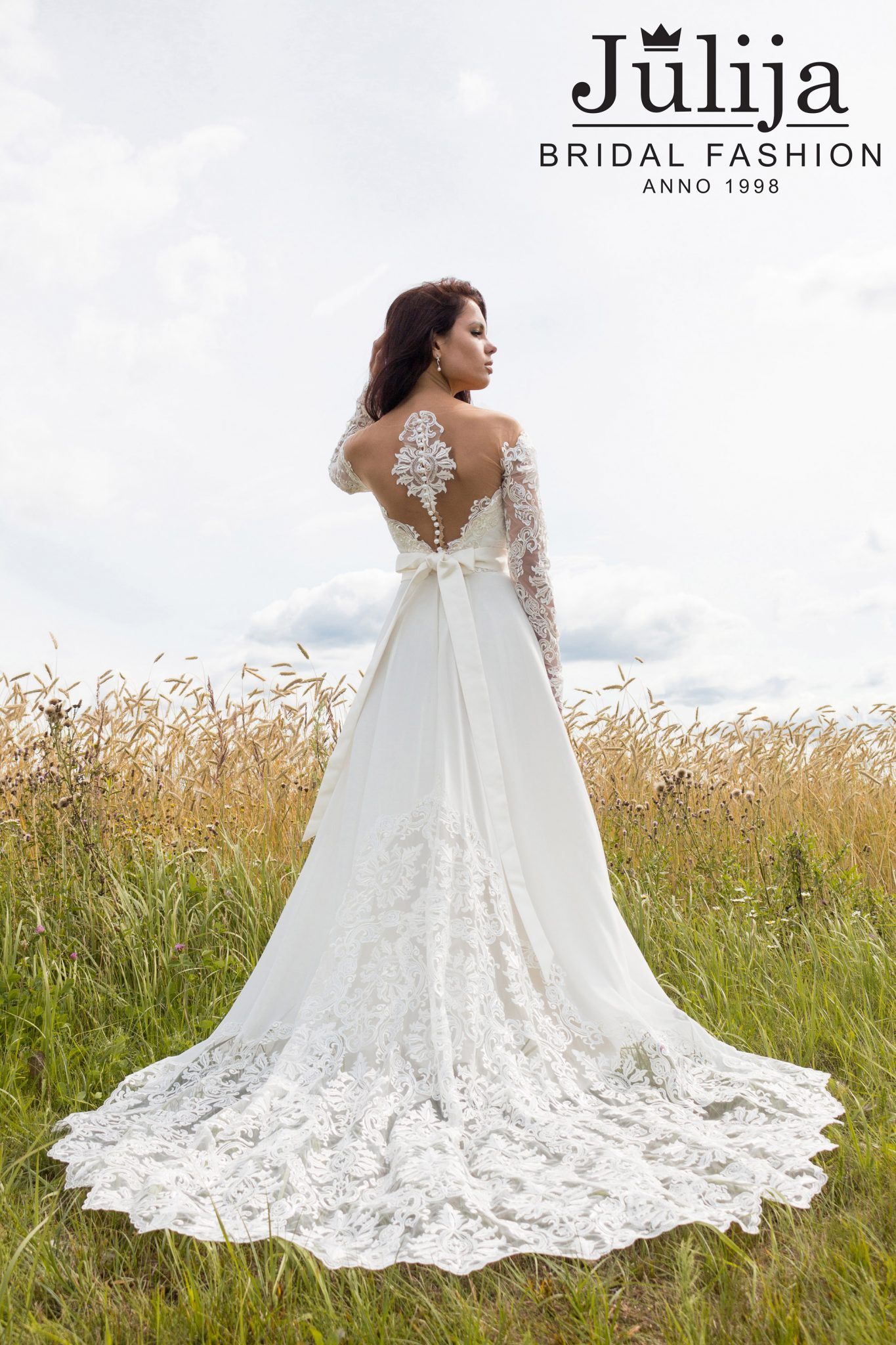 Minnesota wholesale wedding dresses julija bridal fashion for Unique wedding dress styles