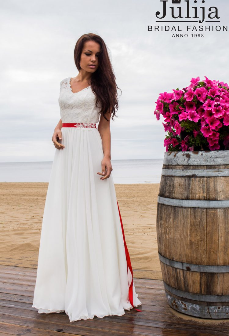 Simple wedding dress by Julija Bridal Fashion