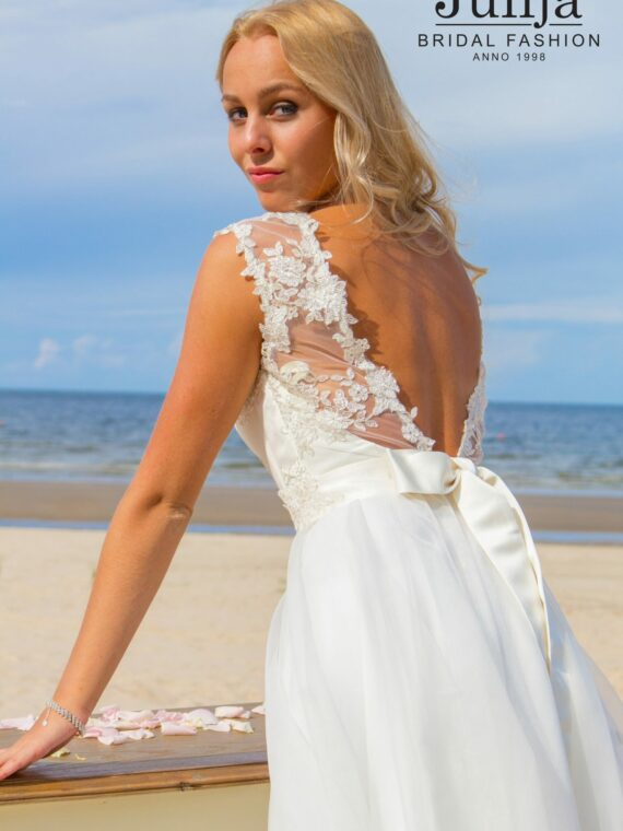Lace wedding dress by Julija Bridal Fashion
