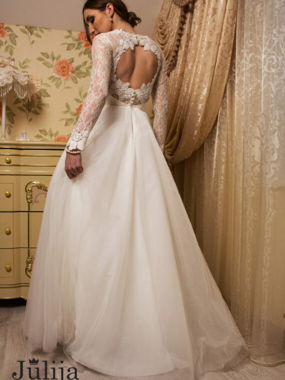 Simple wedding dress by Julija Bridal Fashion