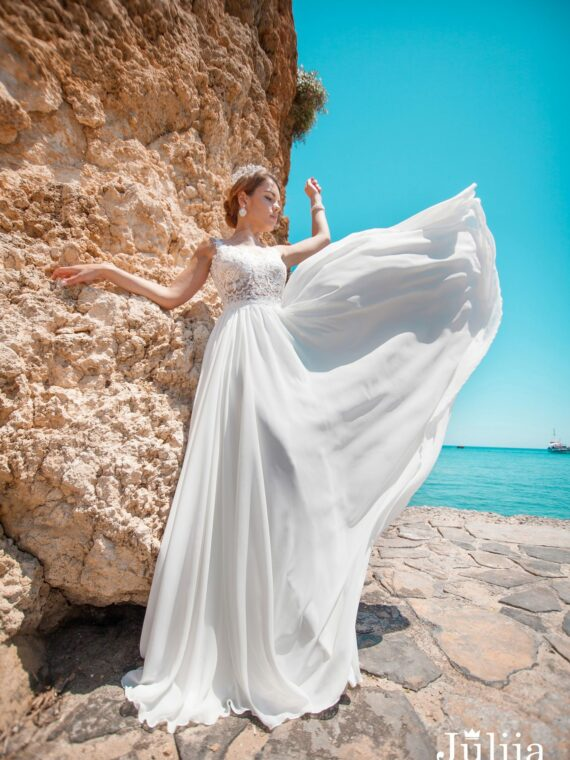 Wholesale wedding dresses Europe.