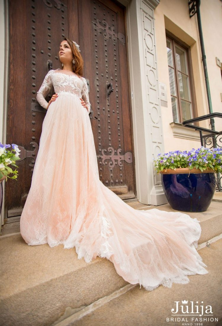 Wholesale wedding dresses Europe